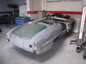 Oldtimer Restauration eines Mercedes Benz 190 SL in der Karosserie-Fachwerkstatt der Blech Company.